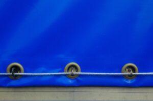 niebieska plandeka